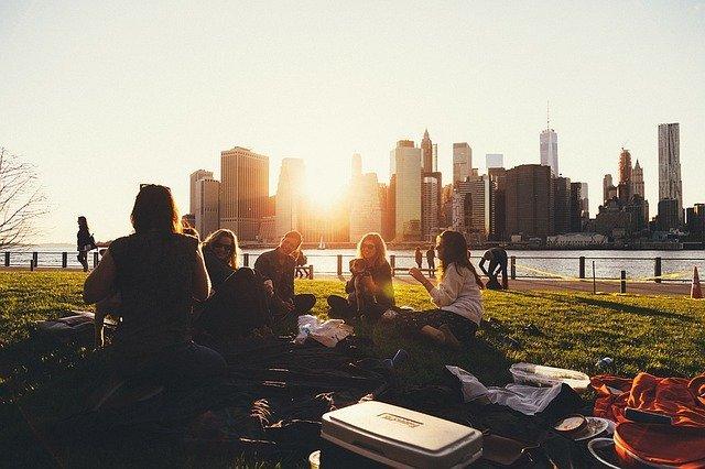 friend-picnic